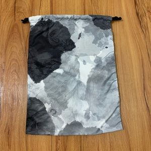 Lululemon Water Resistant Shoe Accessory Bag